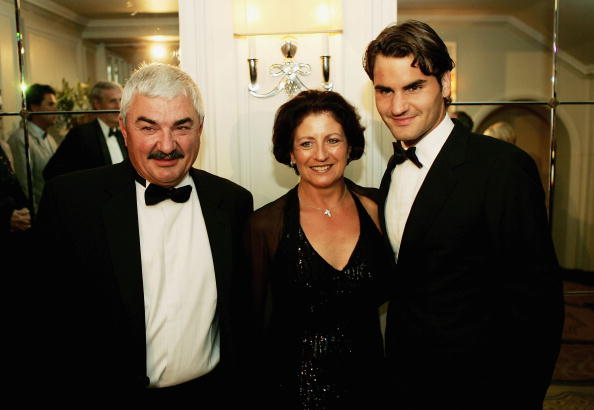 Federer attends the 2005 Wimbledon Champions dinner with his parents, Robert and Lynette. Credit: Clive Brunskill/Getty Images