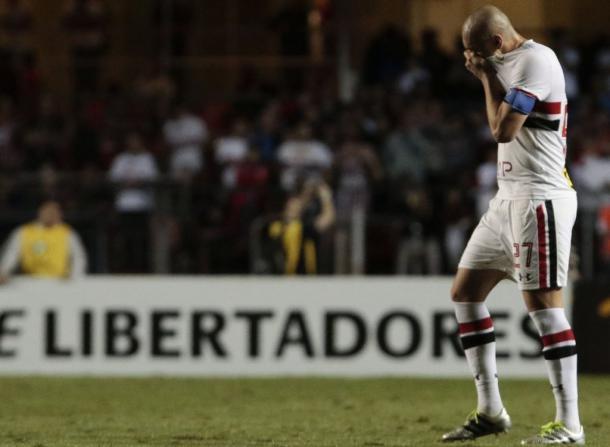 Maicon, pilar de la defensa brasileña salió expulsado a los 73 minutos. | Foto: CONMEBOL