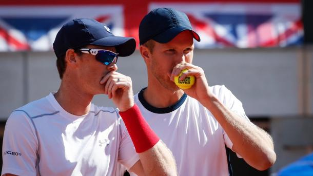 Inglot and Murray deep in coversation during their doubles match | Photo: Getty