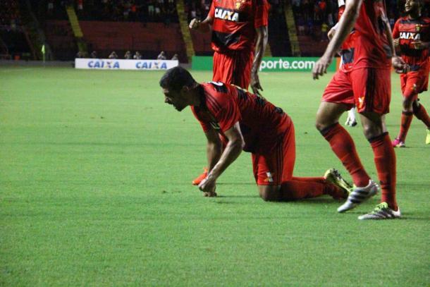 Diego Souza marcou dois gols na partida (Foto: Divulgação/Sport Recife)