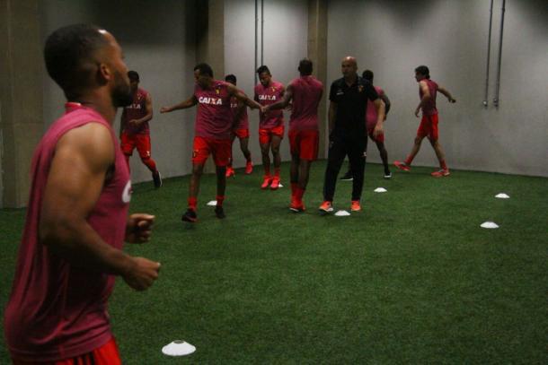Jogadores do Leão encerram atividade antes da bola rolar no vestiário (Foto: Williams Aguiar/Sport)