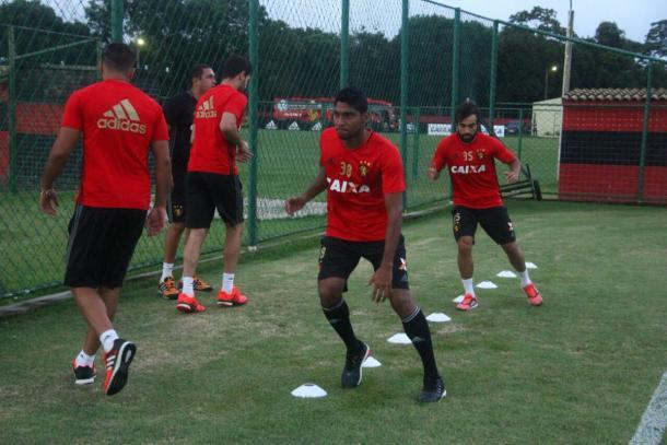 Atacante Ruiz focado na parte física visando a estreia pelo Leão (Foto: Williams Aguiar/Sport)