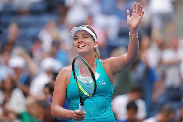 Coco Vandeweghe applauds the supportive crowd after her win over Safarova | Photo: Matthew Stockman/Getty Images North America