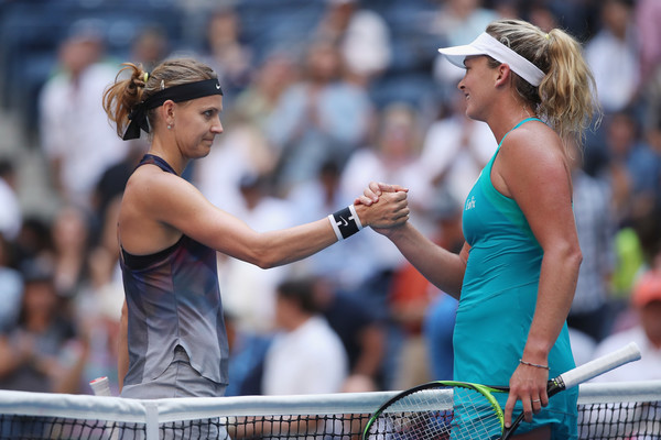 Coco Vandeweghe had a warm embrace with Lucie Safarova at the net after their meeting | Photo: Matthew Stockman/Getty Images North America