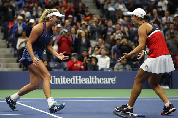 Vandeweghe and Barty celebrate their triumph in Flushing Meadows | Photo: Matthew Stockman/Getty Images North America