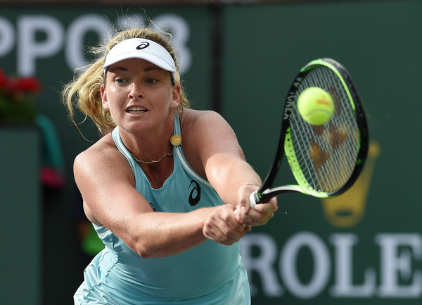 Coco Vandeweghe reaches out for a backhand return | Photo: Kevork Djansezian/Getty Images North America