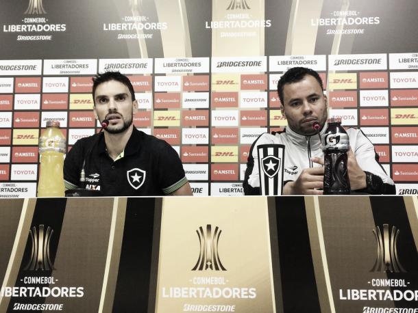 Eleito melhor jogador da partida, Pimpão participou da coletiva de imprensa ao lado do técnico Jair Ventura Foto: Reprodução/ Twitter