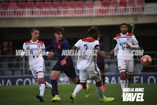 Imagen de Collado entre los jugadores del Lyon. FOTO: Noelia Déniz