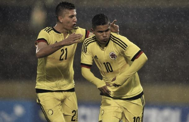 Juan Hernández empato desde el punto penal para Colombia. | Foto: CONMEBOL.