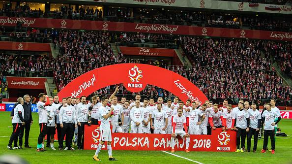 Polônia comemorou muito seu retorno às Copas após 12 anos (Foto: Foto Olimpik/NurPhoto via Getty Images)