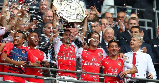 Wenger en la celebración de la Community Shield de 2015. Foto: Getty Images.