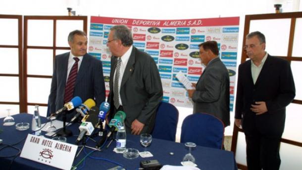 Alfonso García durante una rueda de prensa | Fotografía: UD Almería