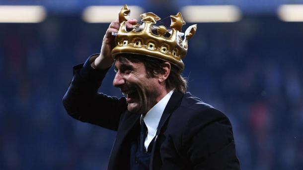 Antonio Conte se vistió de rey y conquistó Inglaterra | Foto: Premier League.