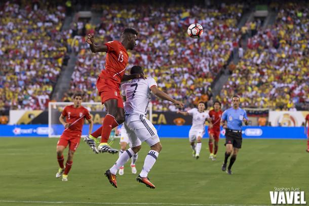 Christian Ramos battles the ball against Carlos Bacca. Photo: VAVEL