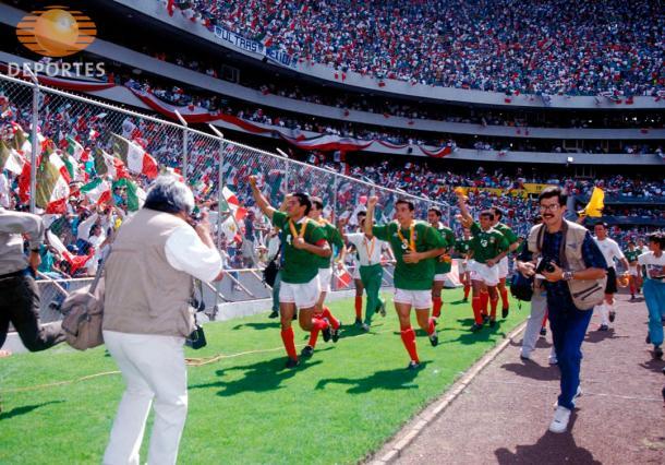 Selección mexicana celebrando el título de la Copa Oro de 1993 | Foto: Televisa