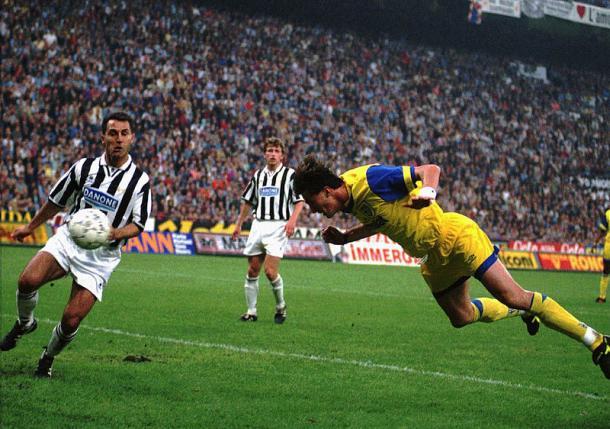 Il gol dell'ex Dino Baggio nella finale di Coppa UEFA tra Juve e Parma nel 1995. Foto: Storie di Calcio