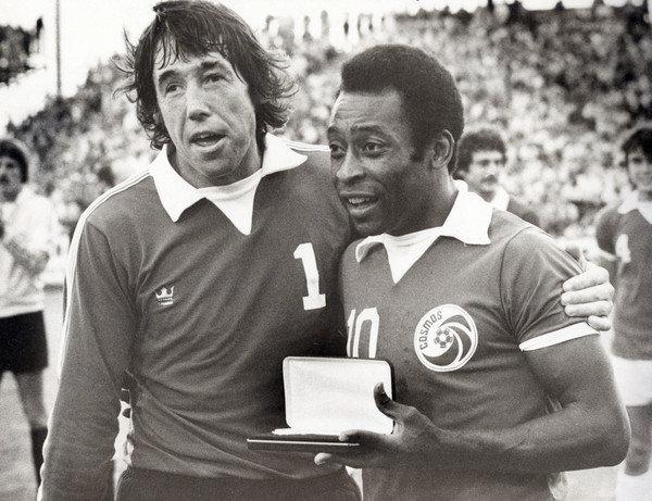Banks e Pelé. (Foto: Divulgação/NASL)