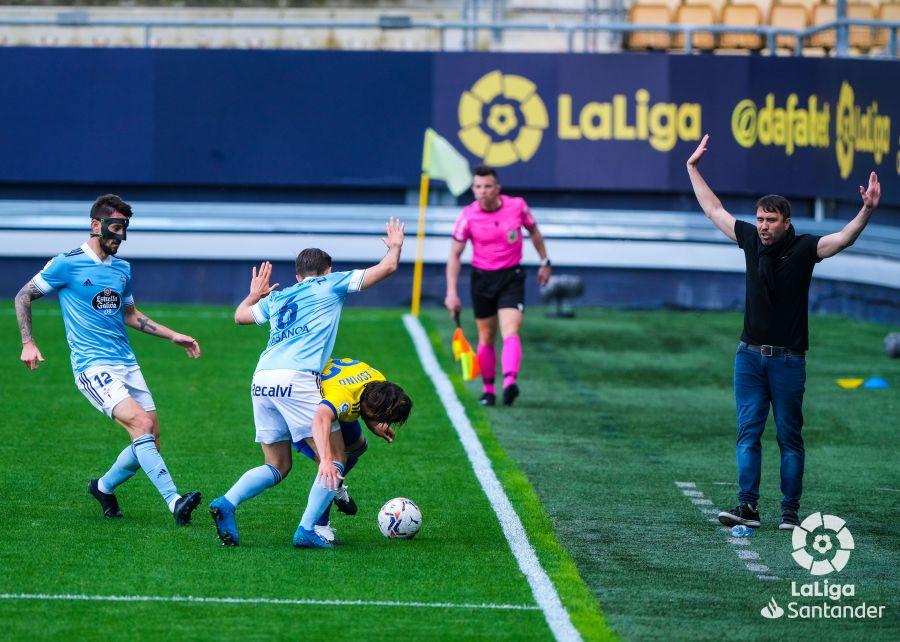 Coudet alienta a Ferreyra y Denis Suárez en la presión | Imagen: LaLiga