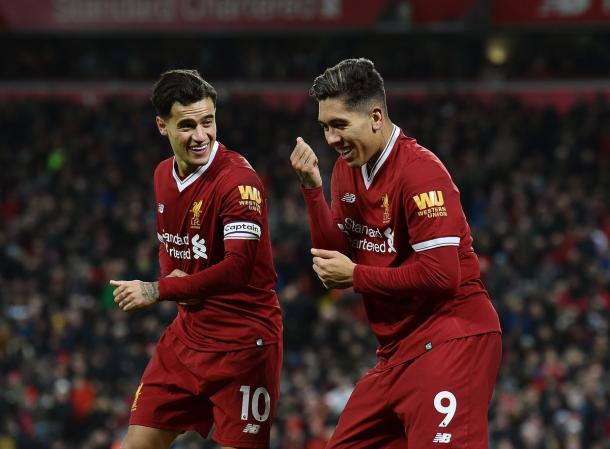 Coutinho (esq.) e Firmino (dir.) combinaram para três gols e uma assistência no Boxing Day (Foto: Divulgação/Liverpool FC)