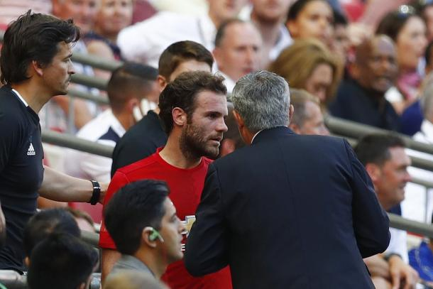 Mourinho explains his reasons to Mata for subbing him off | Photo: Getty