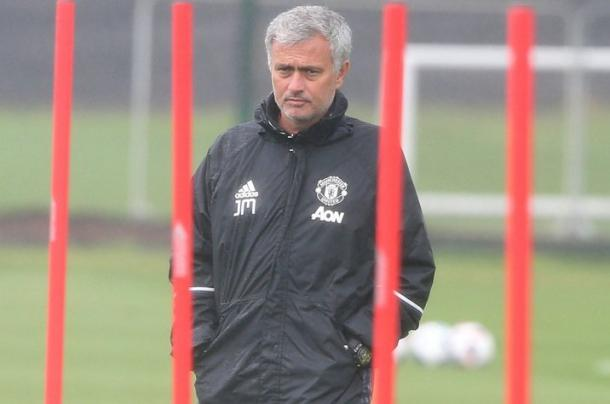 Mourinho watches his team in training | Photo: Getty