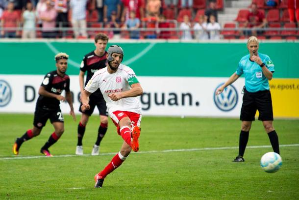 Klaus Gjasula sending Halle through to the second round. | Photo: Hallescher FC