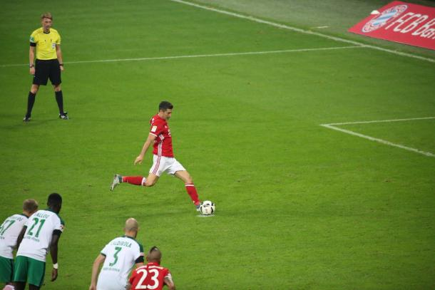 Lewandowski slots home from the penalty spot for his hat-trick | Photo: Kicker