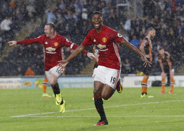 Rooney celebrates with Rashford after his late winner against Hull | Photo: Getty