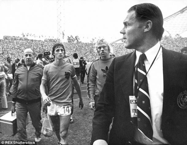 Cruyff y Rinus Michels durante el mundial de 1974. Cortesía del Daily Mail