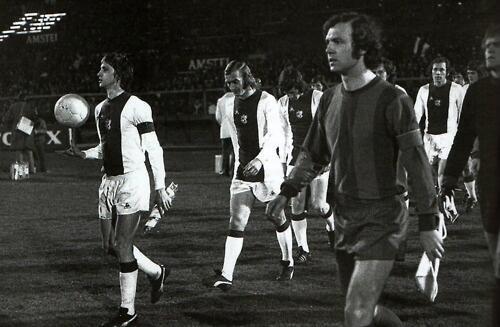 Cruyff y Beckenbauer en el partido de cuartos de final   Foto: Beyond The Last Man