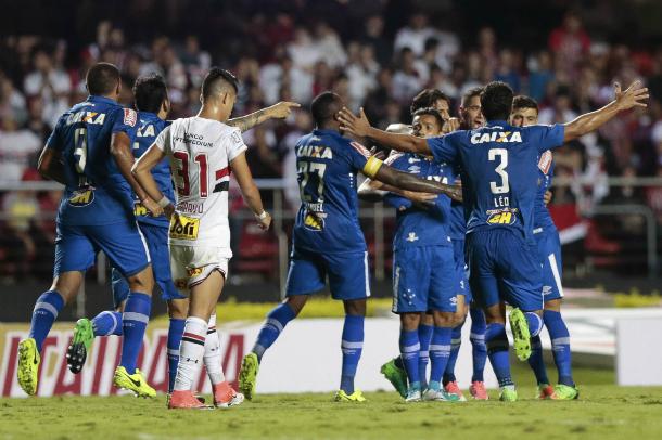 Jogadas de bola parada foram determinantes na vitória pela quarta fase da competição (Foto: Marcello Zambrana/Light Press/Cruzeiro)
