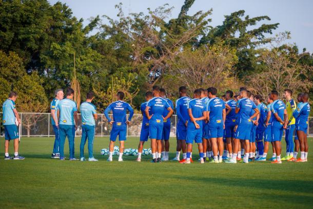 Abel Braga já comanda a equipe em treinamentos (Foto: Reprodução/Cruzeiro EC)