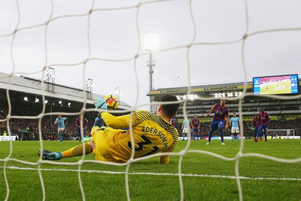Ederson detiene el penalti en el descuento. Foto: Getty Images