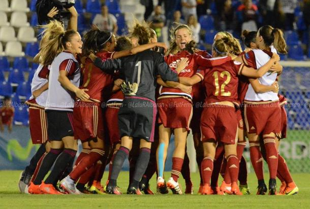 Spain celebrate after ensuring a 100 per cent record in qualifying. (Photo: Soccerway)