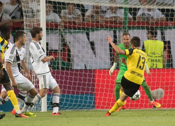Guerreiro scores the fifth. | Photo: Ruhr Nachrichten/dpa