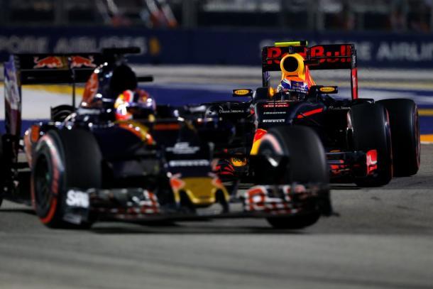 Daniil Kvyat e Max Verstappen in bagarre a Singapore (foto: Formula 1)