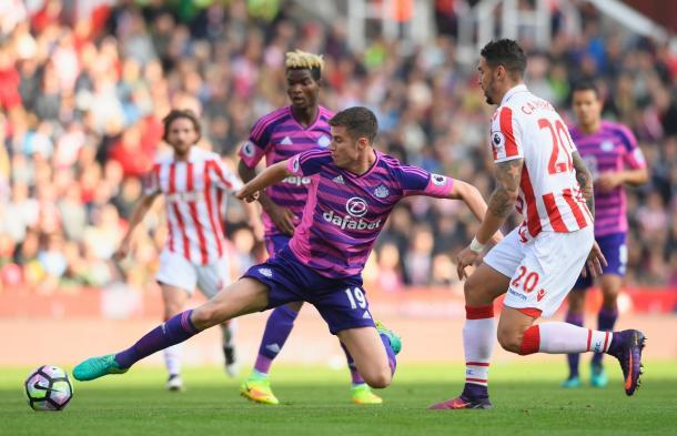 Paddy McNair durante un lance del juego. | Foto: @SunderlandAFC
