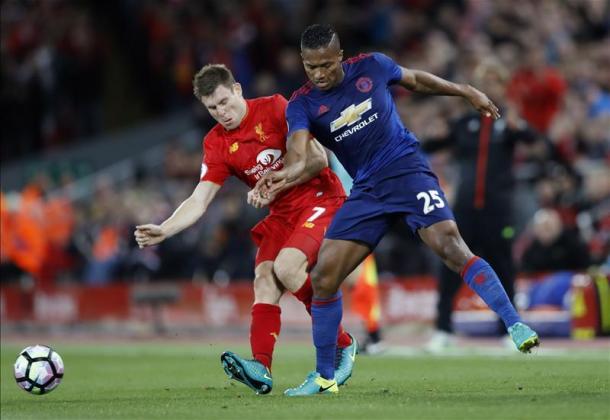 James Milner e Antonio Valencia | Fonte immagine: Twitter @premierleague