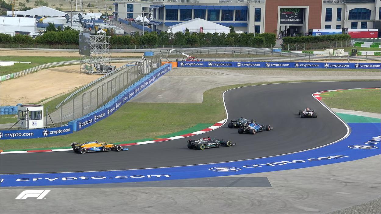 Varios de los pilotos provocando atasco entre las curvas 12 y 14. / Fuente: F1
