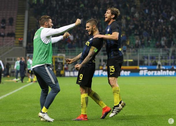 Mauro Icardi abbracciato da Ansaldi e Santon dopo uno dei due gol contro il Torino. | Fonte: twitter.com/Inter