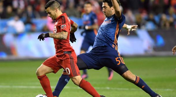 Sebastian Giovinco and Andoni Iraola fight for possession | Source: Frank Gunn/The Canadian Press