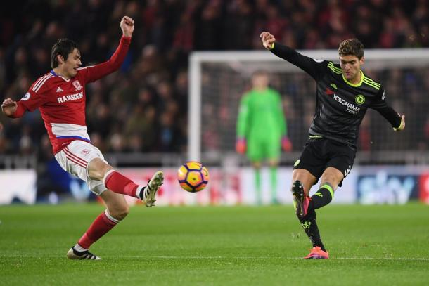 Marcos Alonso in azione. Fonte: https://twitter.com/chelseafc