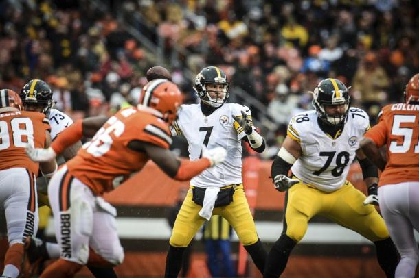 Ben Roethlisberger has given time in the pocket to pick his passes | Photo: steelers.com