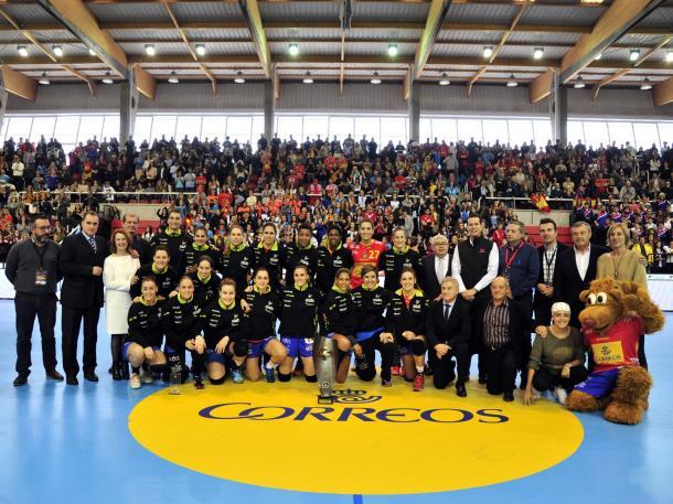 Foto de grupo en el Torneo Internacinal de Elda | Foto: RFEBM