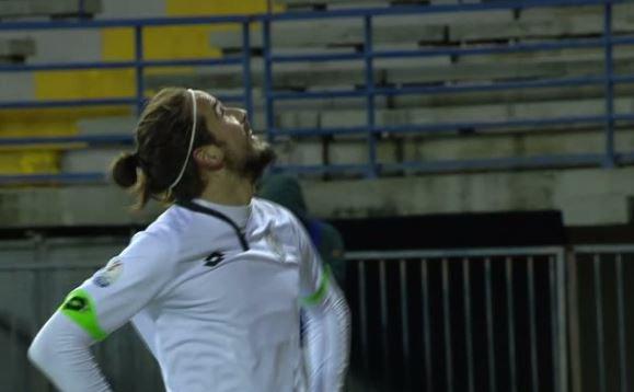 Alejandro Rodríguez celebra ante la hinchada blanquinegra el gol de la victoria | Foto: AC Cesena