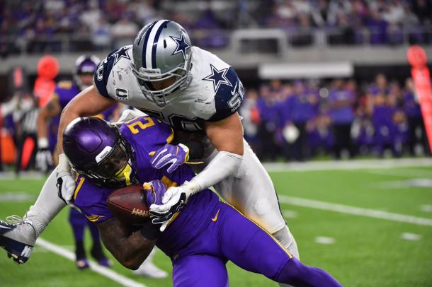 Sean Lee makes a good tackle to stop a Vikings drive | Source: dallascowboys.com