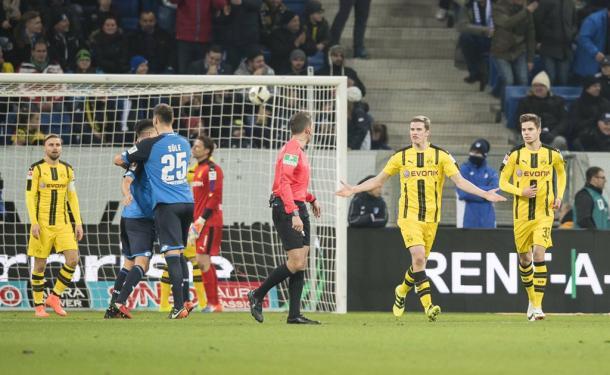 Wagner e Uth esultano dopo l'1-0. | Fonte immagine: Twitter @achtzehn99