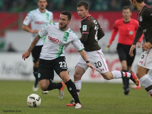 Sercan Sararer on the ball. | Photo: SpVgg Greuther Fürth/Sportfoto Zink