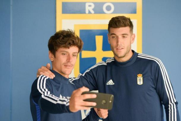 Los nuevos fichajes saludan a la afición   Imagen: Real Oviedo