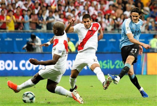 Edinson Cavani, no fue contundente ante Perú| Foto: AUF